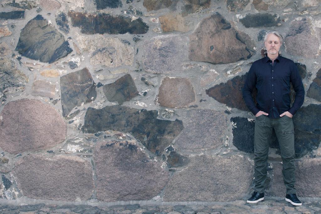 Meditation op af en væg